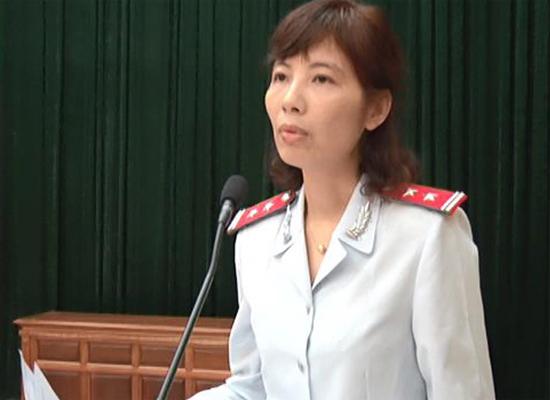 Bà Nguyễn Thị Kim Anh trong ngày công bố quyết định thanh tra tại huyện Vĩnh Tường vào tháng 4. Ảnh:UBND huyện Vĩnh Tường