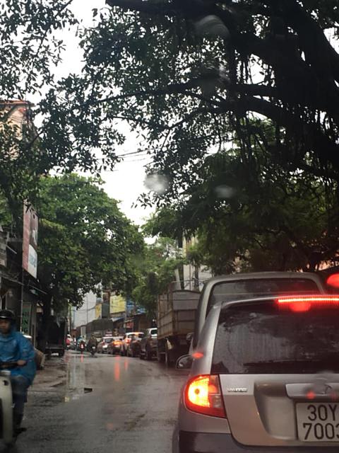 Hình ảnh kẹt xe ngăn nắp tại đường Đại Mỗ (Hà Nội).