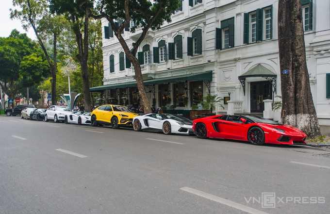 Phố siêu xe ở Hà Nội