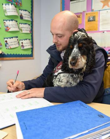 Jovi trở thành người bạn thân thiết của thầy giáo.Ảnh:Caters News Agency