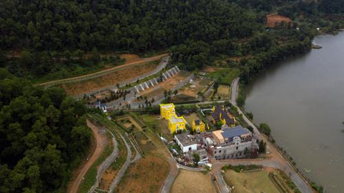Kết luận thanh tra của TP Hà Nội công bố cuối tháng 3/2019 cho thấy có hàng nghìn công trình vi phạm trên đất rừng Sóc Sơn. Ảnh: Gia Chính.
