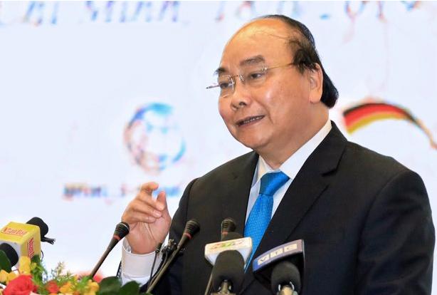 Thủ tướng Nguyễn Xuân Phúc phát biểu chỉ đạo hội nghị tối 18/6. Ảnh: Hữu Khoa.