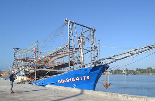 Tàu cá của ngư dân Quảng Nam bị cướp hải sản. Ảnh: Báo Quảng Nam.