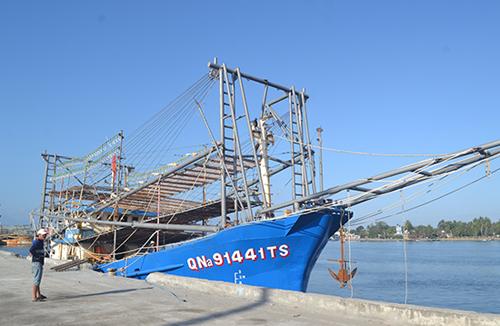 Việt Nam lên án tàu Trung Quốc cướp tài sản của ngư dân ở Hoàng Sa -