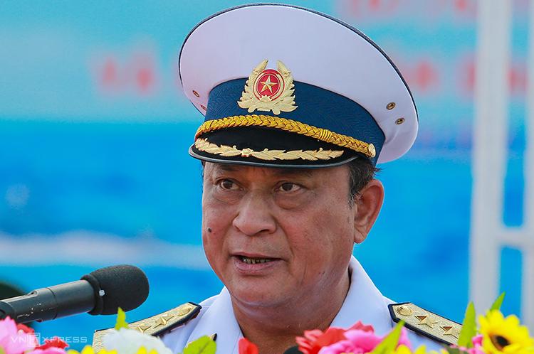 Đô đốc Nguyễn Văn Hiến phát biểu trong lễ kỷ niệm 60 năm Hải quân Việt Nam tại quân cảng Cam Ranh, Khánh Hòa năm 2015. Ảnh: Thành Nguyễn.