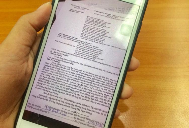 Thí sinh bị đình chỉ thi vì chụp đề đưa lên mạng khi chưa hết giờ thi