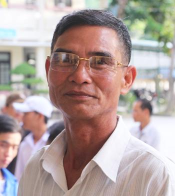 Ông Hồ Quang Đông tự tin trước giờ thi môn Văn. Ảnh: Võ Thạnh