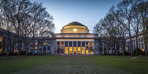 Tòa nhà biểu tượng của MIT. Ảnh: Medium
