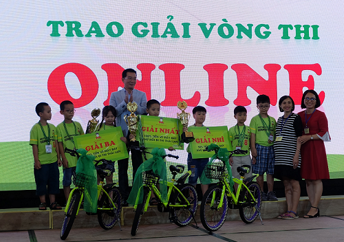 Ban tổ chức sẽ trao giải thưởng nhất, nhì, khuyến khích cho những thí sinh có điểm số cao. 3 thí sinh đạt giải cao nhất vòng thi Online của phần thi trí tuệ sẽ đại diện Superbrain Việt Nam tham gia tranh tài cùng các bạn nhỏ quốc tế tại Cuộc thi Toán trí tuệ quốc tế diễn ra tại Thái Lan.