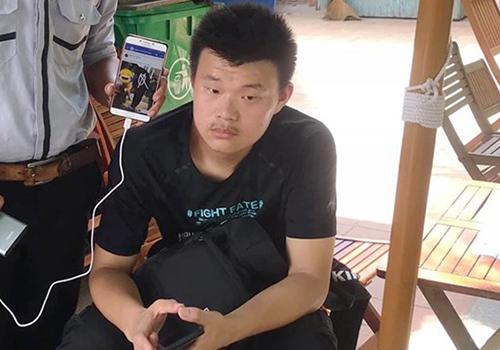 He Jian Jian bị cơ quan chức năng phát hiện khi ăn xin ở khu vực ven biển Đà Nẵng: Ảnh: Đ.N.