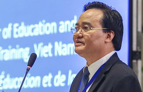 Bộ trưởng Giáo dục và Đào tạo Phùng Xuân Nhạ phát biểu tại phiên khai mạc sáng 2/7. Ảnh: D.T