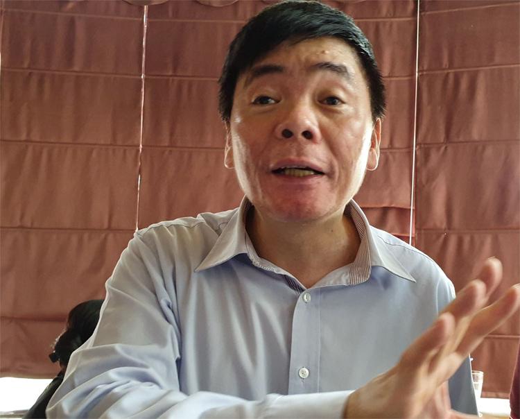 Trưa 2/7, ông Trần Vũ Hải có mặt văn phòng luật sư khi công an thực thi lệnh khám xét. Ảnh: Việt Dũng