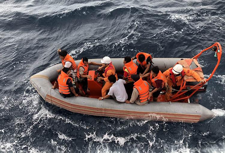 7 thuyền viên gặp nạn trở về trong vòng tay người thân - ảnh 4