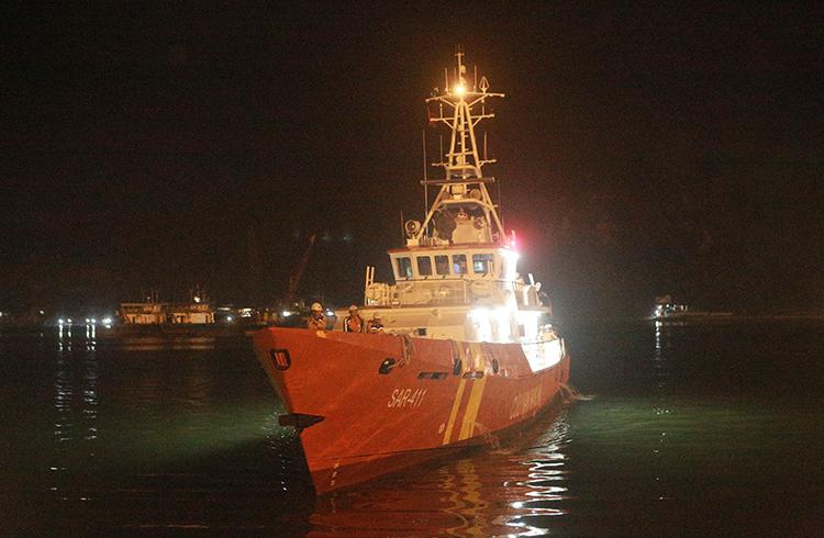 7 thuyền viên gặp nạn trở về trong vòng tay người thân - ảnh 1