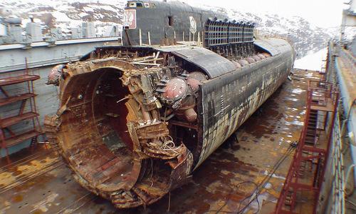 Xác tàu ngầm Kursk sau khi được trục vớt. Ảnh: Bộ Quốc phòng Nga.