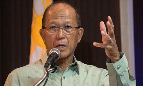 Bộ trưởng Quốc phòng Philippines Delfin Lorenzana. Ảnh: ABS-CBN.