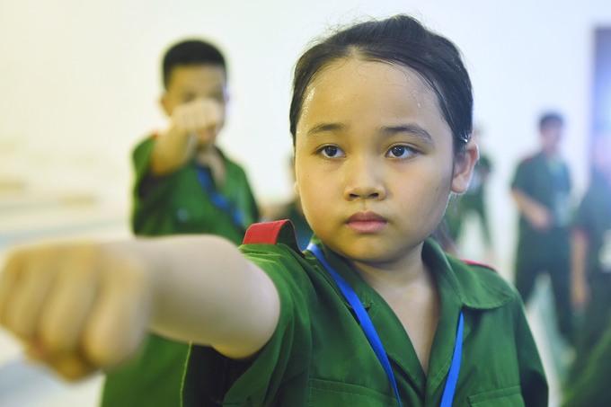 Trẻ em Hà Nội học làm chiến sĩ công an