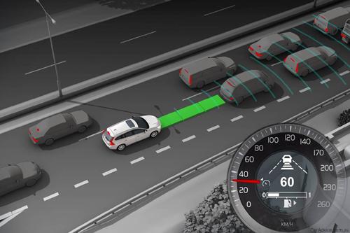 Adaptive Cruise Control giúp xe duy trì khoảng cách với xe trước.