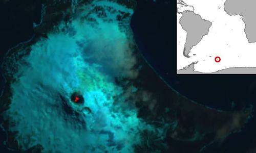 Ảnh vệ tinh của núi Michael năm 2018  và bản đồ về vị trí đảo Saunders. Ảnh: British Antarctic Survey.