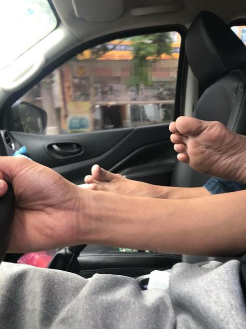 Chân ải chân ai thế này.