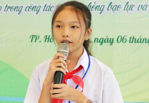 Nguyễn Lý Nhã Thy phát biểu tại cuộc họp. Ảnh: Như Quỳnh.
