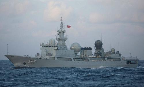 Tàu do thám Type-815 Trung Quốc theo dõi tập trận Talisman Sabre năm 2017. Ảnh: US Navy.