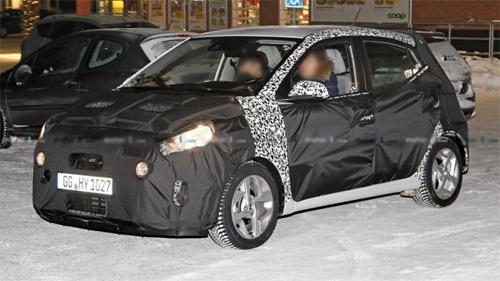 Hyundai Grand i10 thế hệ mới trong khi đang chạy thử. Ảnh: Motor1