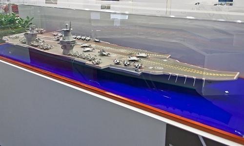 Mô hình tàu sân bay thuộc Đề án 23E000E Shtorm của Nga. Ảnh: Sputnik.