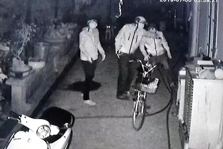 Cha giải cứu con trai khỏi 4 kẻ có súng ở TP HCM - VnExpress