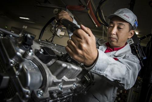 Takumi Kurosawa - trưởng nhóm lắp ráp động cơ GT-R.