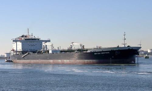 Tàu dầu British Heritage của Anh rời cảng Rotterdam hồi năm ngoái. Ảnh: Standard.