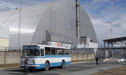 Khối bê tông cốt thép được xây bao phủ lò phản ứng bị nổ tại Chenobyl. Ảnh: EPA.