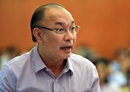 Trung tướng Lê Đông Phong, Giám đốc Công an TP HCM trả lời các câu hỏi của đại biểu. Ảnh: Hữu Khoa