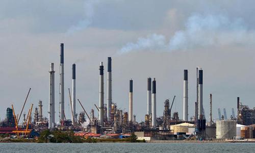 Trung tâmsản xuất và xuất khẩu hoá dầu củaShell tại khu công nghiệp Pulau Bukom
