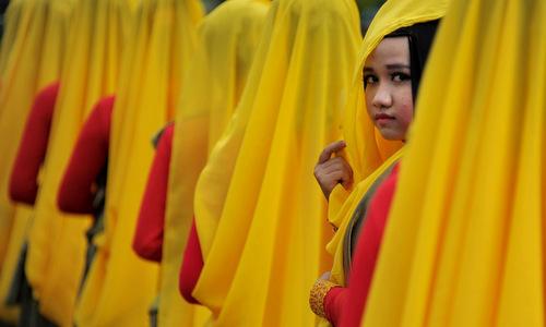 Dự luật cho đàn ông lấy nhiều vợ gây tranh cãi ở Indonesia - ảnh 1