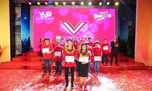 305 học viên VUS nhận giải thưởng tại lễ tổng kết Super Summer Awards