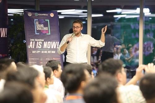 AI4VN 2019 quy tụ nhiều chuyên gia, nhà nghiên cứu, doanh nhân lĩnh vực AI quốc tế đến thuyết trình nhiều tham luận về công nghệ AI, xu hướng phát triển trên thế giới và các vấn đề kỹ thuật khác.