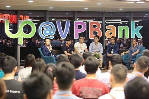 Trong chương trình khai mạc sáng ngày 15/8 của chương trình, khán giả sẽ được lắng nghe các khuyến nghị, góp ý, chia sẻ và giải pháp phát triển AI tại Việt Nam từ các CEO nổi tiếng trong lĩnh vực AI trong nước.