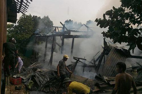 Sét đánh trúng dây điện, gây cháy nhà ở Hà Tĩnh - ảnh 2