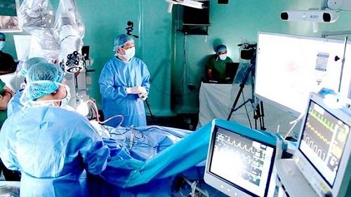 Tại Việt Nam, Công nghệ AI đang được ứng dụng trong nhiều lĩnh vực như y tế, nông nghiệp, xây dựng, giáo dục...
