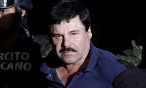 Trùm ma túy Guzman khi bị áp tải đến Bộ Tư pháp ở thủ đô Mexico City hồi tháng 1/2016. Ảnh: Reuters.