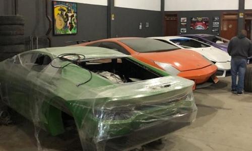 Các ôtô nhái xe sang trong xưởng chế tạo ở miền nam Brazil. Ảnh: AP.