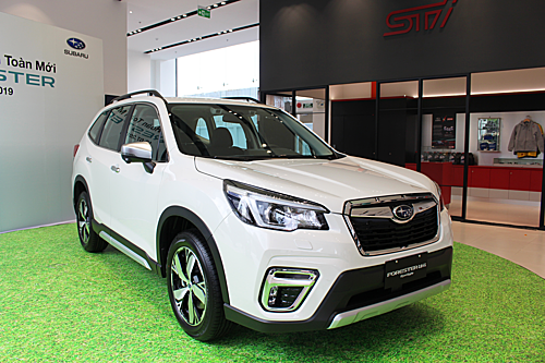 Forester 2019 bản 2.0i-S Eyesighttại showroom mới đi vào hoạt động của Subaru tại quận 7, TP HCM.