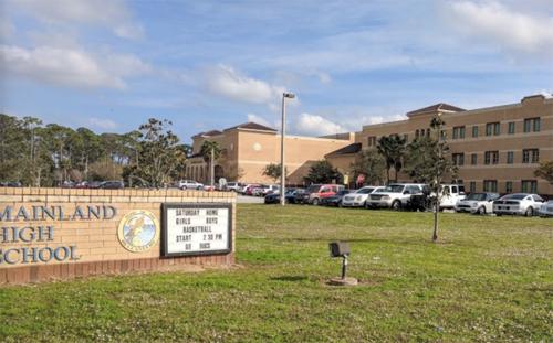 Hiệu trưởng trường trung học Mỹ bị khiển trách vì tráo đề thi - ảnh 1