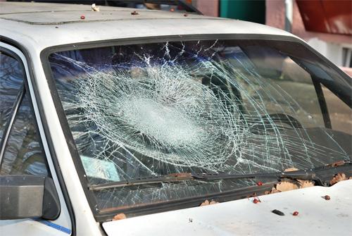 Kính chắn gió, kính cửa sổ và kính hậu trên một chiếc ôtô có thể không cùng loại.