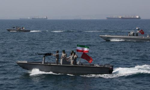 Xuồng vũ trang Iran tuần tra eo biển Hormuz hồi tháng 4/2019. Ảnh: AFP.