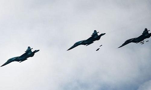 Nga trút bom xuống đoàn xe phiến quân ở Syria -