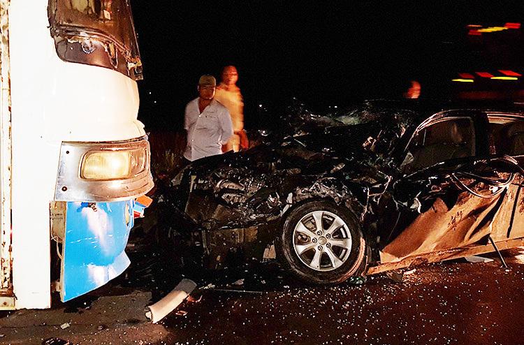 Chiếc ôtô 4 chỗ biến dạng sau tai nạn. Ảnh: An Nam.