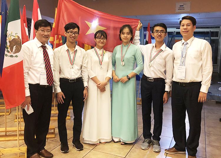 Việt Nam giành bốn huy chương Olympic Sinh học quốc tế