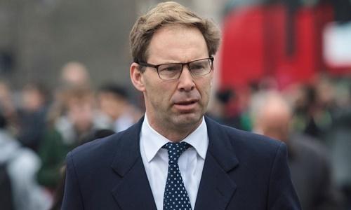 Bộ trưởng Quốc phòng Anh Tobias Ellwood. Ảnh: AFP.
